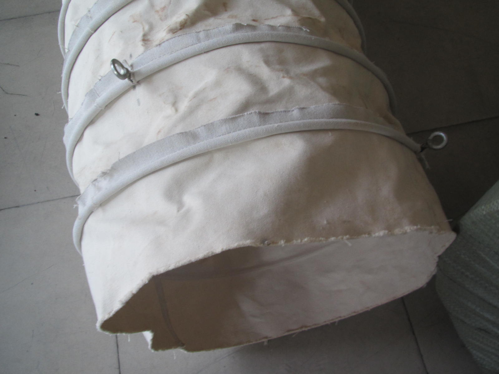 白色水泥输送伸缩布袋产品图