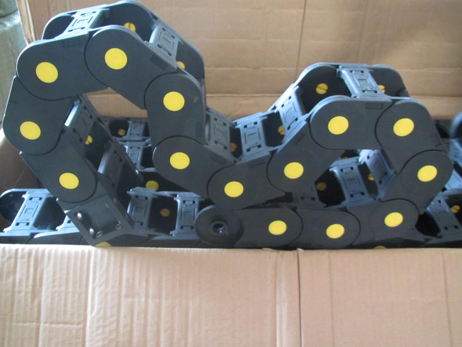 工程机械尼龙塑料拖链产品图